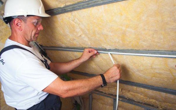 Termoizolacja z wełny szklanej ISOVER: ocieplenie dachu w modernizowanym domu