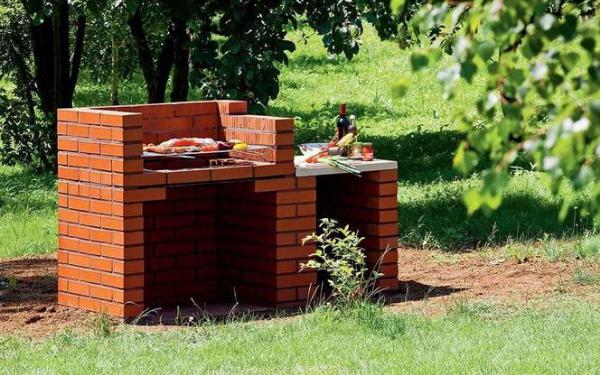 Budujemy grill ogrodowy z cegieł lub kamienia