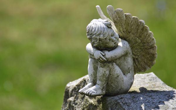 Żałoba po bliskich: 4 fazy rozpaczy