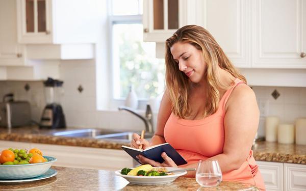 Dieta przed operacją bariatryczną. Co i jak jeść przed operacją?